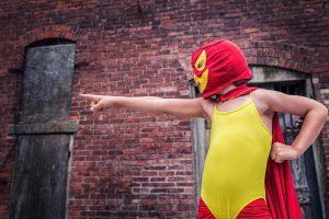 Psycholog w kostiumie superbohatera